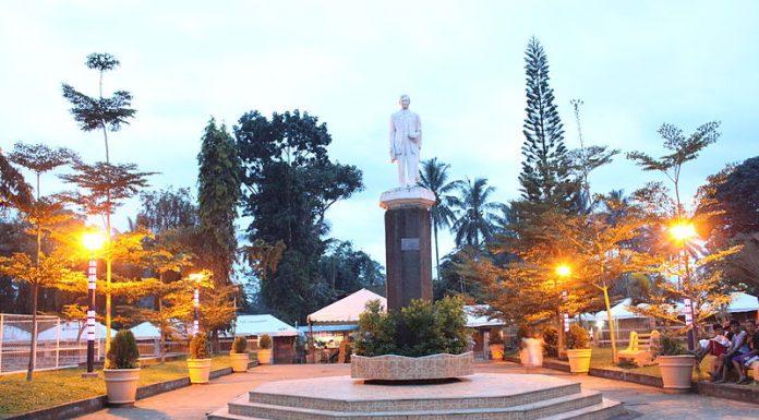 Impasug-ong_Plaza,_Bukidnon,_Mindanao,_Philippines