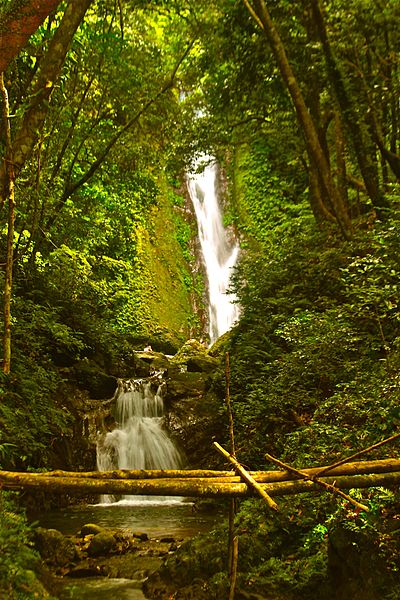 Kabigan_Waterfalls_in_Pagudpud,_Ilocos_Norte